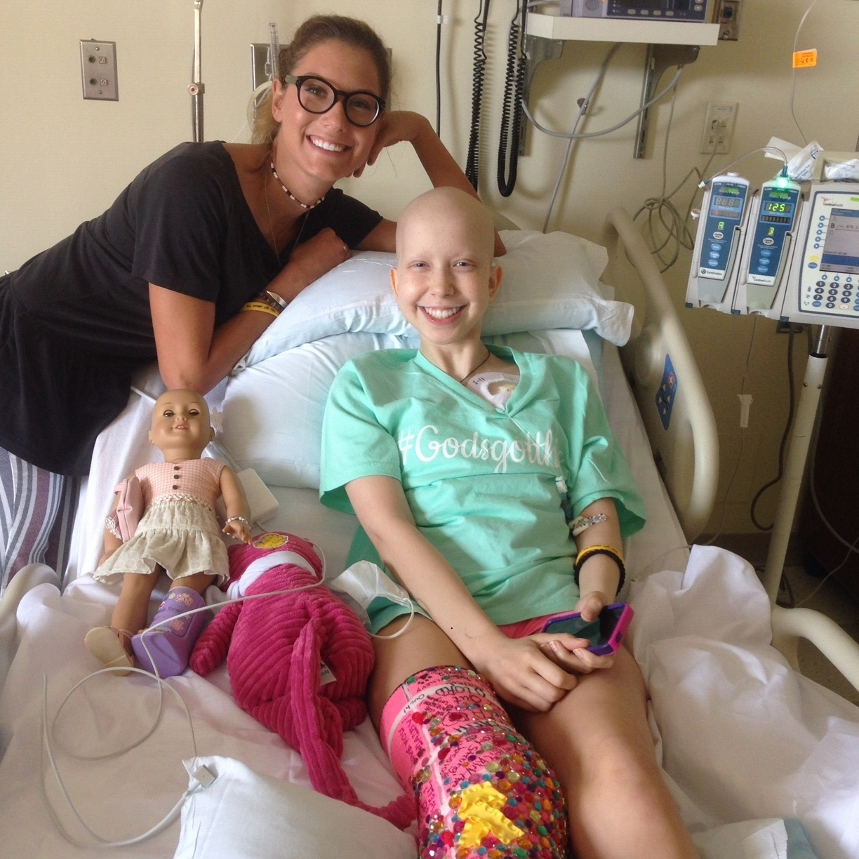 Bella with sister Julia who decorated her super bling pink cast in - August 2016