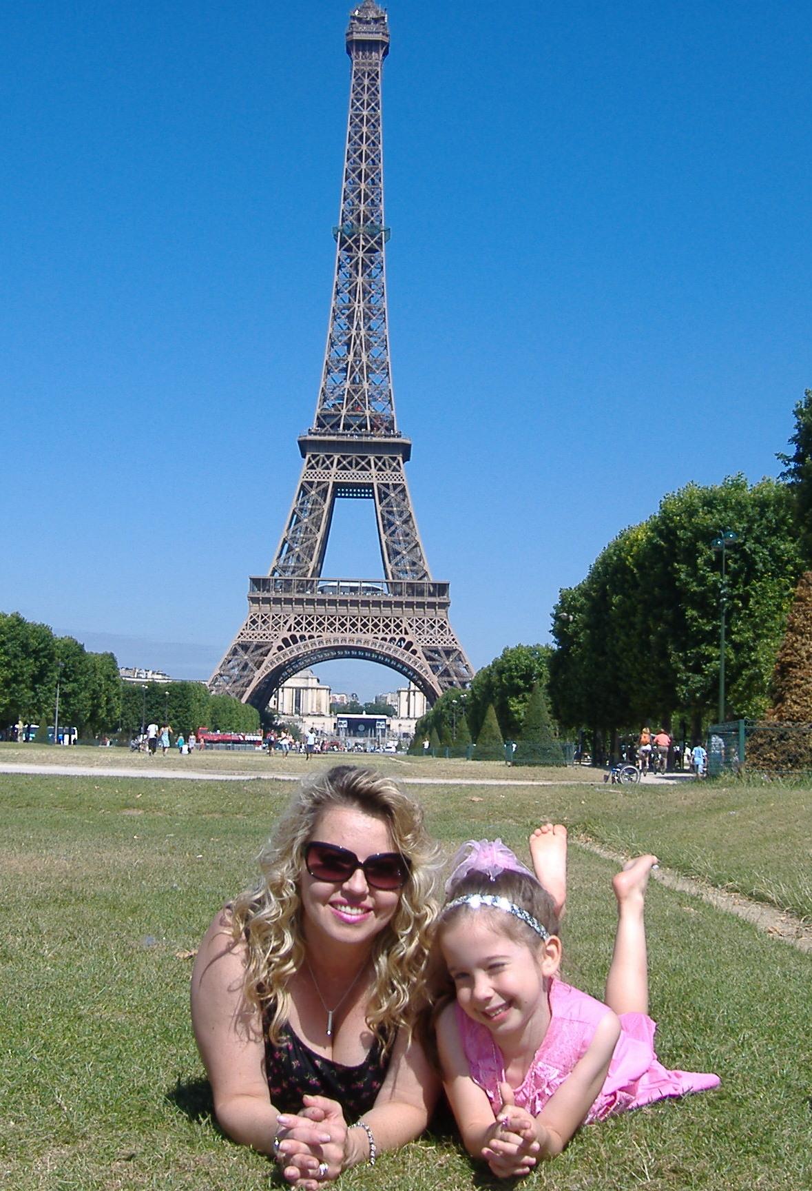 Brenda & Bella in Paris - July 2009