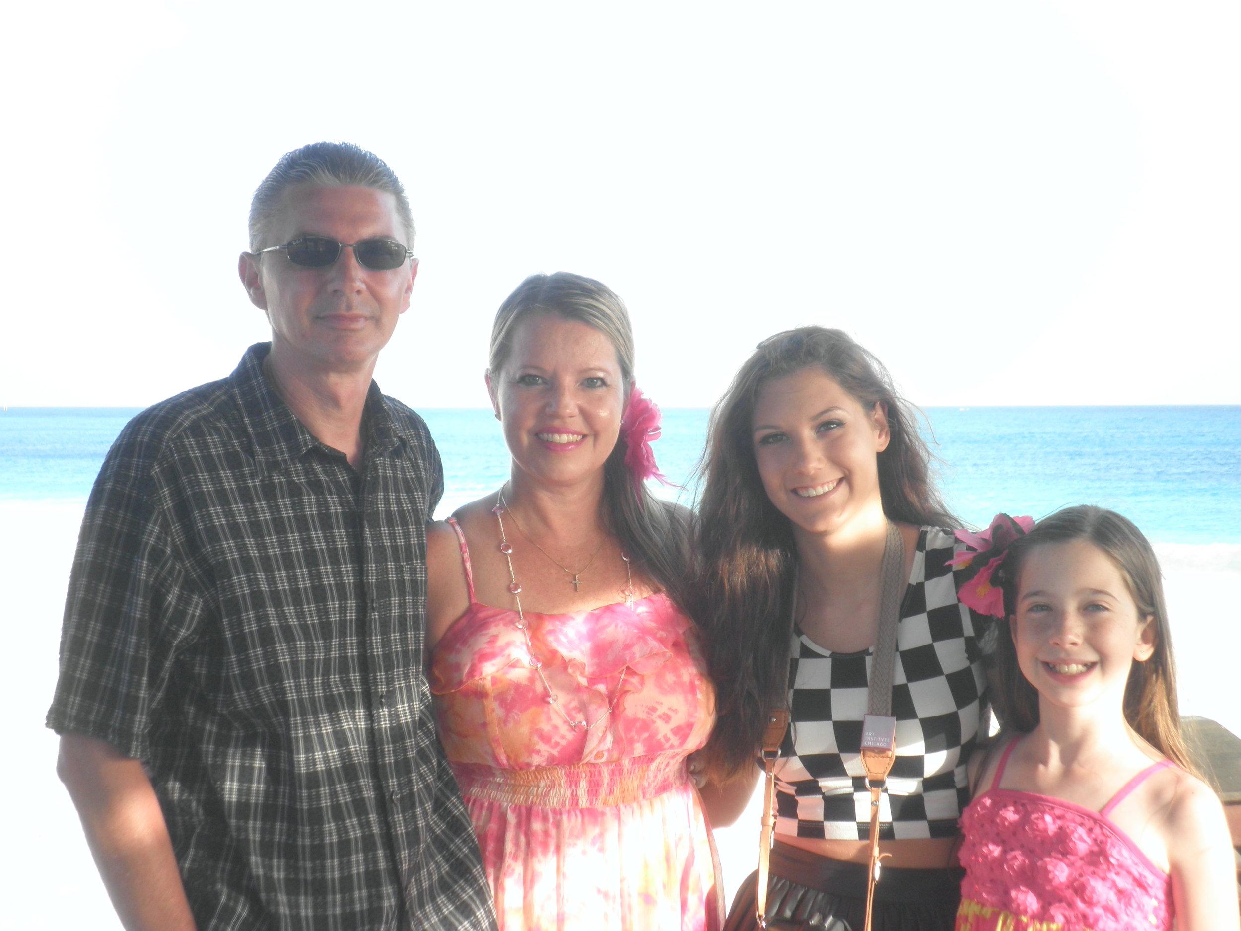 Dorin, Brenda, Julia and Bella on vacation in Aruba
