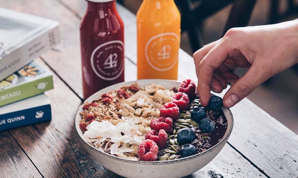 WOLFØX Health Cafe'   Organic Brunch, Vegan counter & JuiceBar