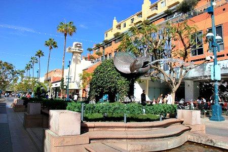 promenade-elephant-fountain.jpg