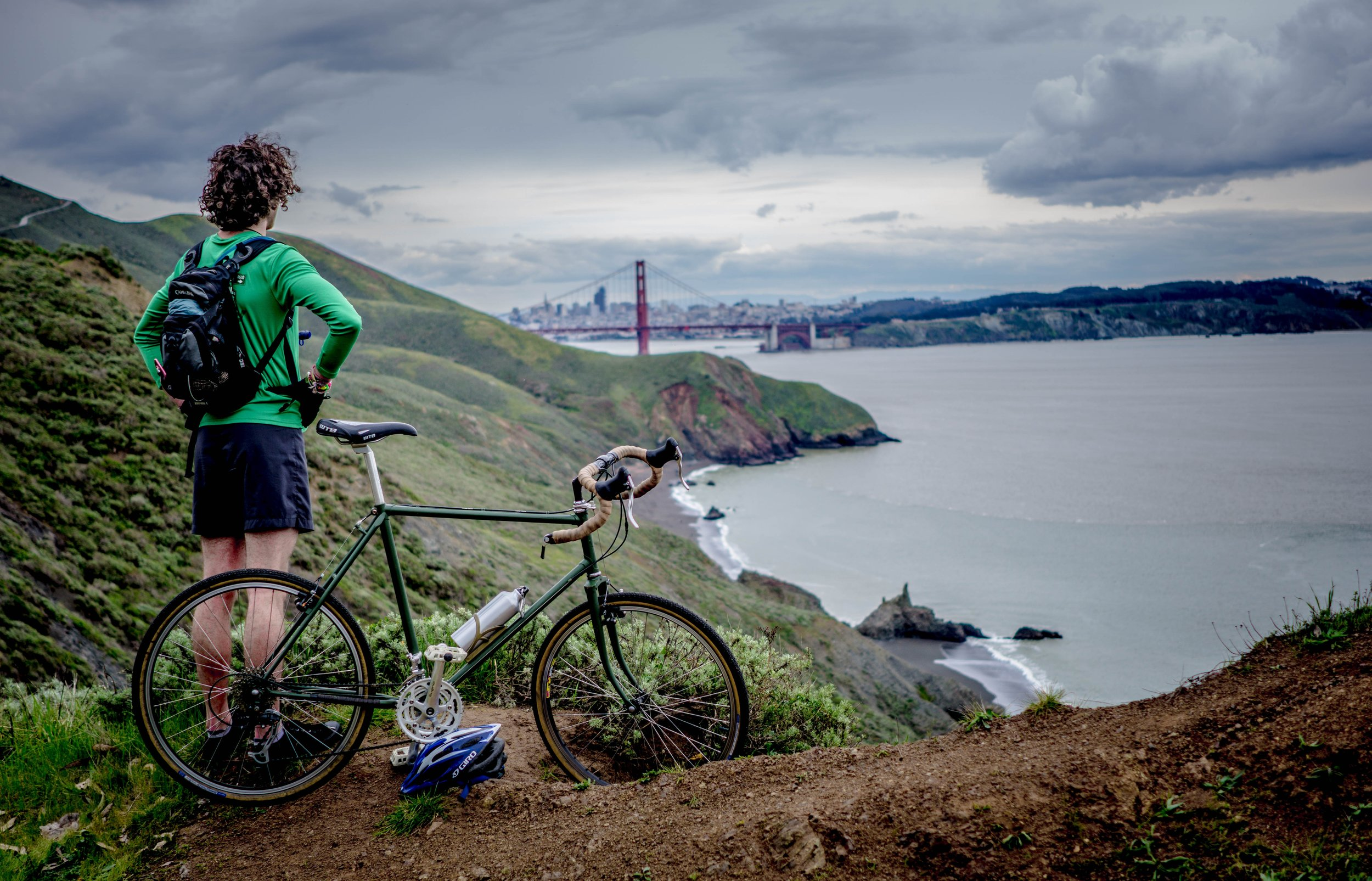 A scenic rest stop in the Marin Headlands. Photo by  Aaron Thomas  on  Unsplash