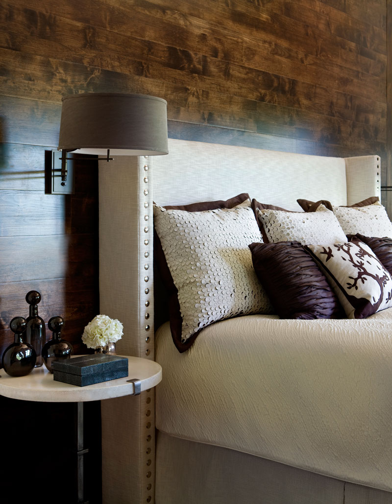A-Masterful-Mix-Clery-Lake-House--bedroom3.jpg