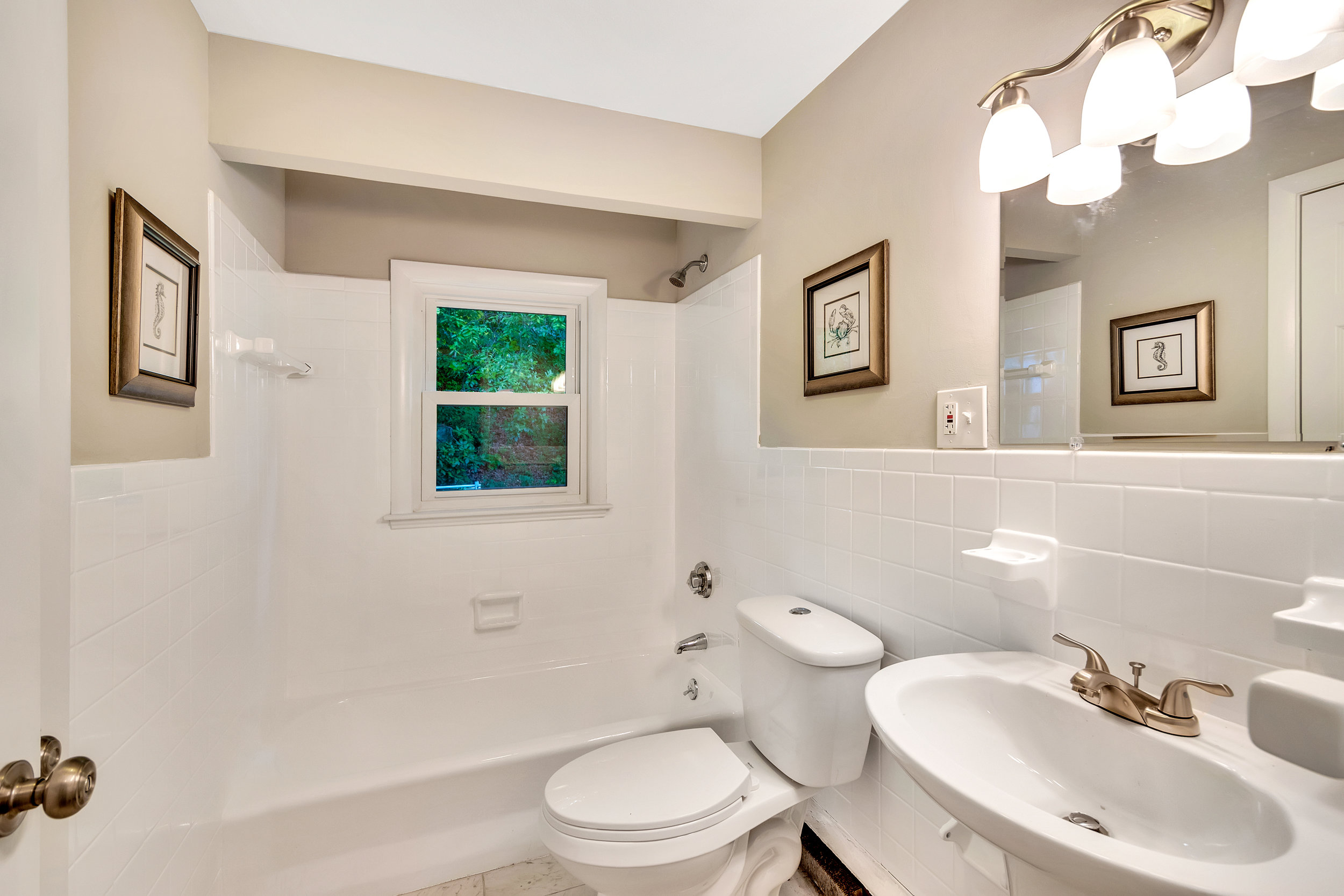 15-bathroom1.jpg