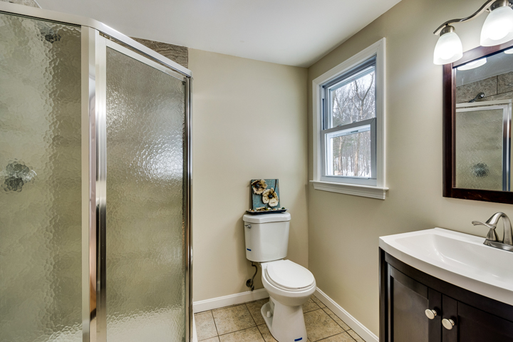 20-bathroom1.jpg