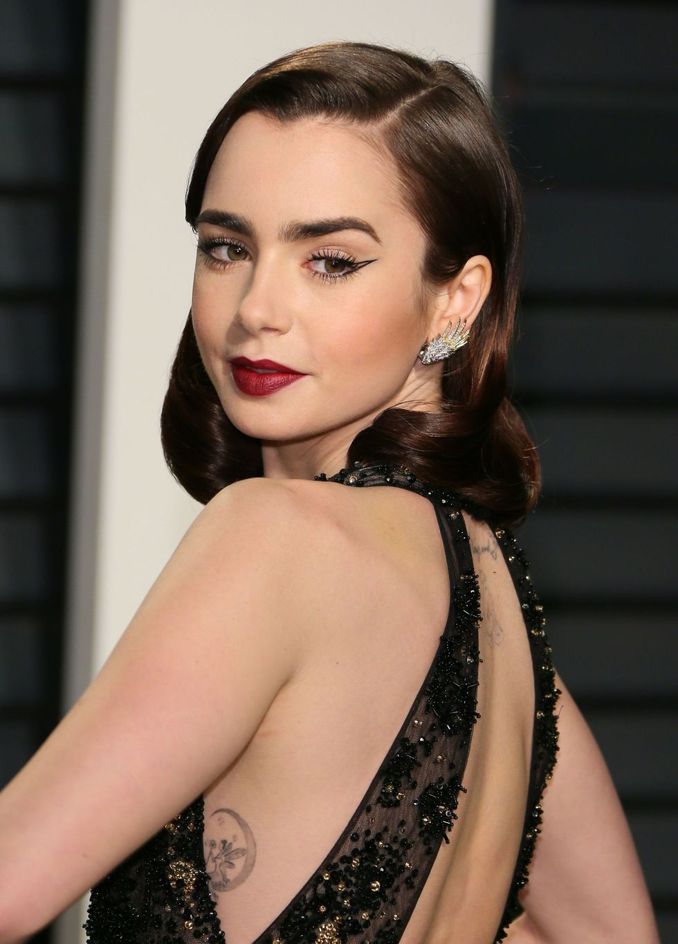 HARPER'S BAZAAR    Lily Collins Wore The Easiest Eyeliner Trend At The Oscars