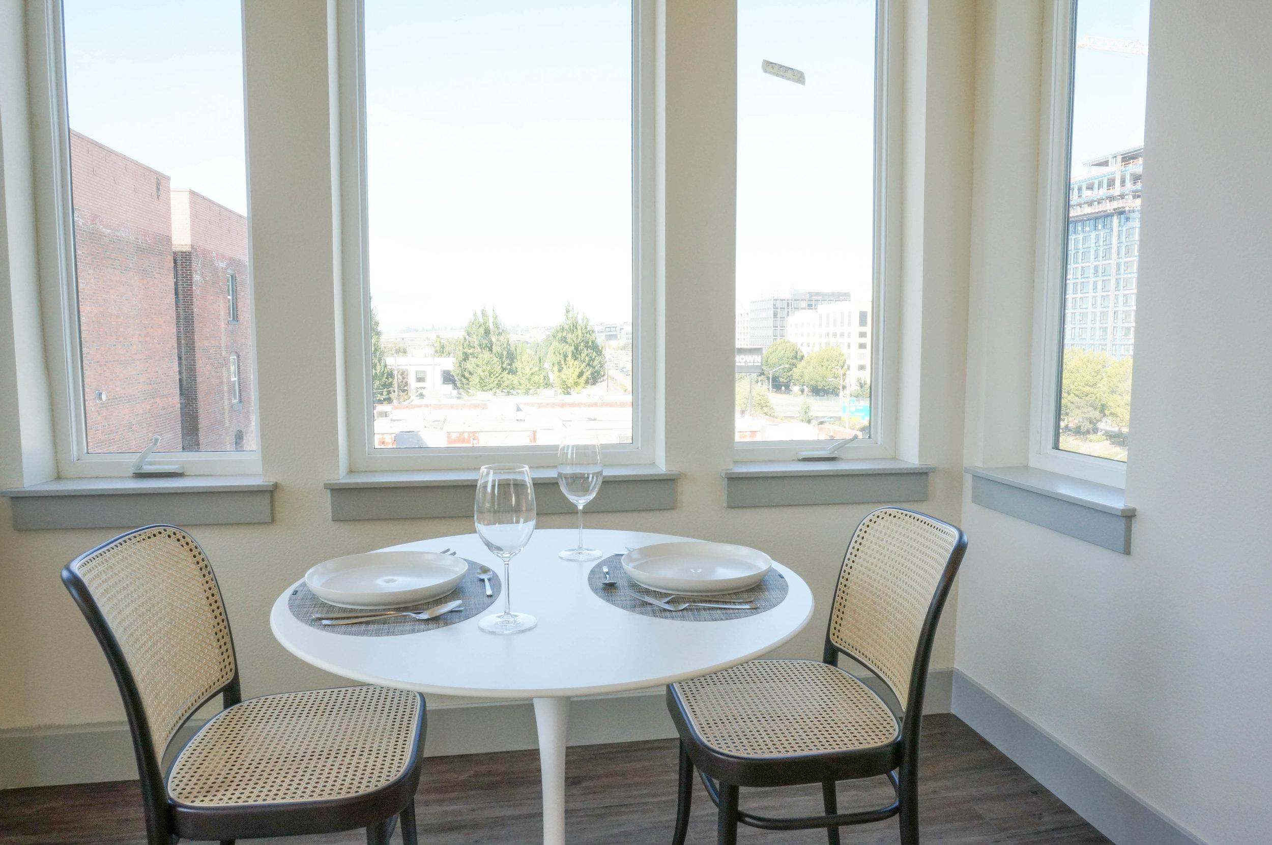 Everett - One Bedroom Dining Room