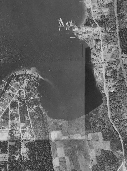 Yarrow Bay in 1936. Lake Washington Shipyard (now Carillon Point) near the top, and wetlands that would have been dredged at the bottom