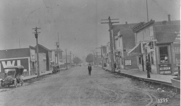 Scene on Front Street in Issaquah circa 1910