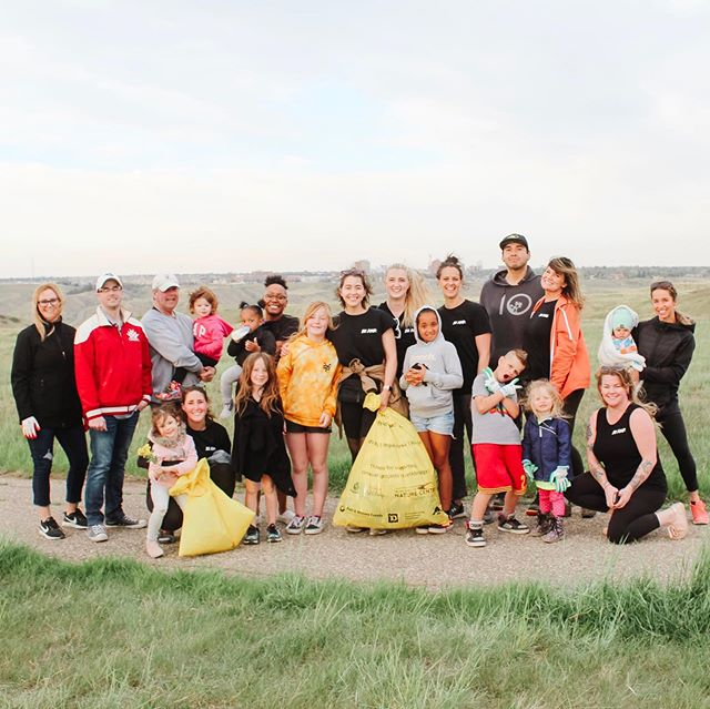 A big THANK YOU to everyone that joined us for our first Coulee Clean Meet-Up.  Fun Fact : When @helenschulernaturecentre started Coulee Clean up they picked up 15 bags of trash in Bull Trail Park, fast forward to today we picked up only 1. Truly showcasing how, and why this initiative is so important to our beautiful city.  Together WE can make a difference. xoxo GirlGang #bekind #yql #dontbealitterbug #couleecleanup #bethechange #girlgangyql