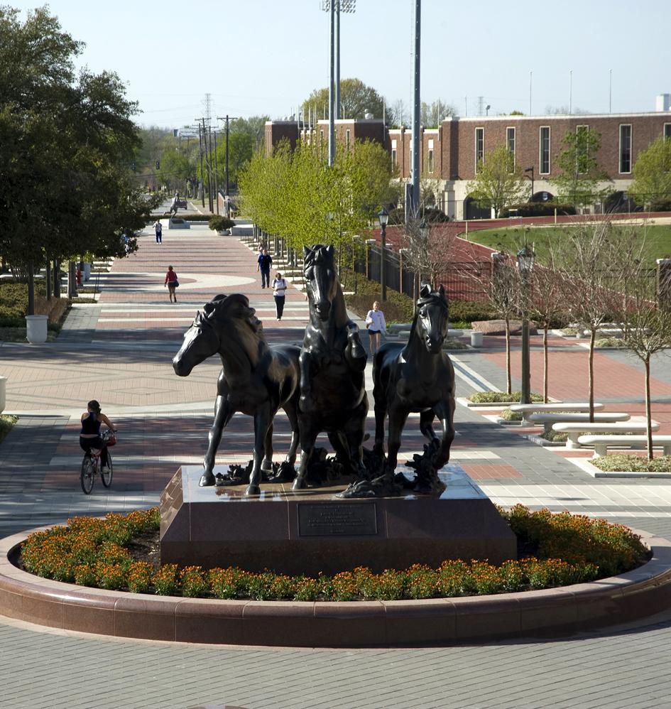 SMU-campus-mustangs-statue.jpg