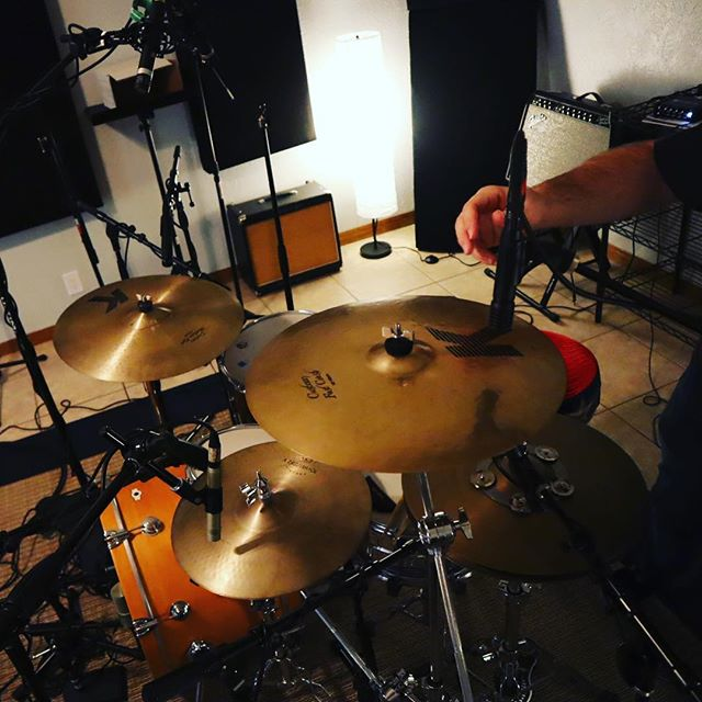 Extra mics? Mic the cymbals, why not?! 🤷‍♂️#snackshackaudio #mics #recordingdrums #trackingdrums #recordingstudio #singers🎤 #drumtracking #drumbeat #recordingengineer #porkpiepercussion #zildjiancymbals #makemusic