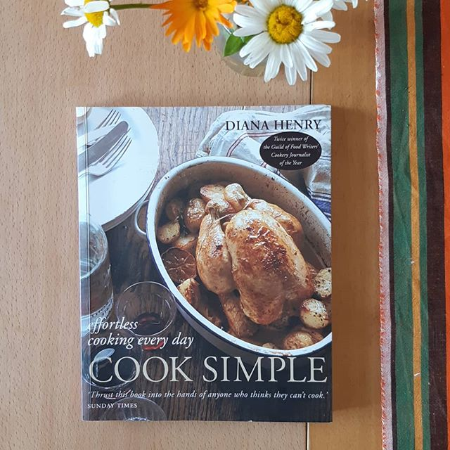 #7favouritecookbooks Diana Henry's Cook Simple.  The title of this book is my mantra every day!! It's  the sort of book that's everyone should have in their kitchen. Simple recipes that are easy to throw together, nourishing, filling and delicious. I also love that she gives an alternative to the original recipe. (More cookbooks should do that.) I particular like her section on puddings as rounding off a meal with someting fruity or sweet is never a bad idea in my book. 🍓🍒🍋🍧 We love the rice pudding as this recipe is fool proof. Arroz con polio and chorizo and  Greek roast lamb on rice and spinach are two favourites. 👌 @dianahenryfood @jlinford What about you @sarahbond_77 and @alexdevlinto your favourite cookbooks? . #cookbooks #cooksimple #familyfood #nourishing #healing #dairy #balance #omnivore