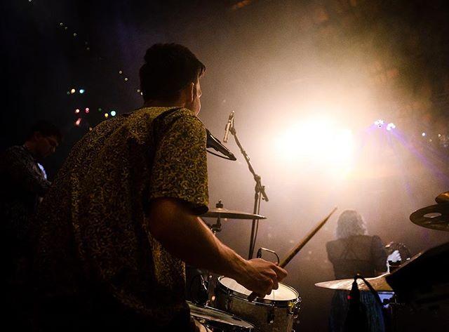 Lights on the drummer⚡️⚡️⚡️ Foto: @bjornvallin • • • • • #musician #trummor #drums #drummer #events #event #eventmusic #eventmusik #onstage #musiker #partymusic #entertainment #stagelights #sthlmmusic