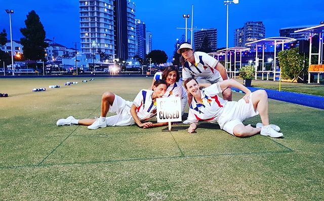 Pre-showing team photo 🙌  A big thank you to the Coolanagtta Bowls Club and it's community of bowlers, to our forth dancer Alicia De La Fuente, @guysmilee for the beautiful sound and live music, @artworkagency for the photography, Marcus for the videography, Rich for the lighting, @liesel_zink + @gav.webber for offering ideas and questions during the development process and to last night's audience for bringing all the enthusiasm in the world!  We are feeling super greatful and couldn't have done it without each and everyone of you. 🙏  #gogidancecollective #dance #contemporarydance #coolangattabowlsclub #creativedevelopment