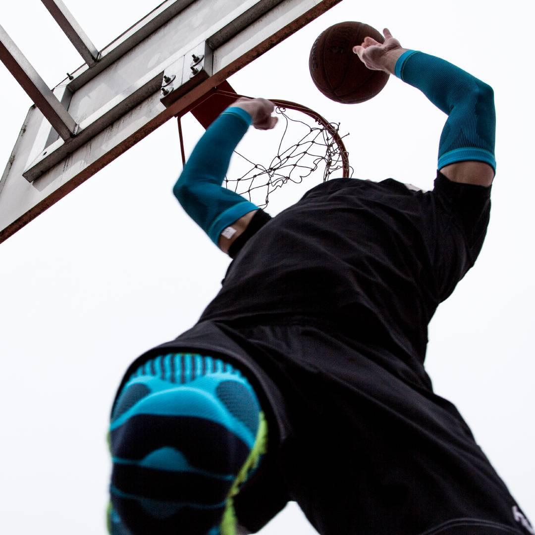 BauerfeindSports-basketball-knee-support-compression-sleeves-arm-instagram2.jpg