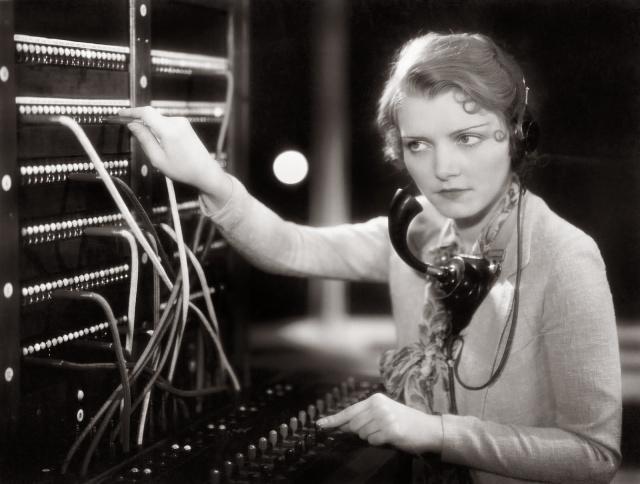 women-telephone-operators-at-work-12.jpg