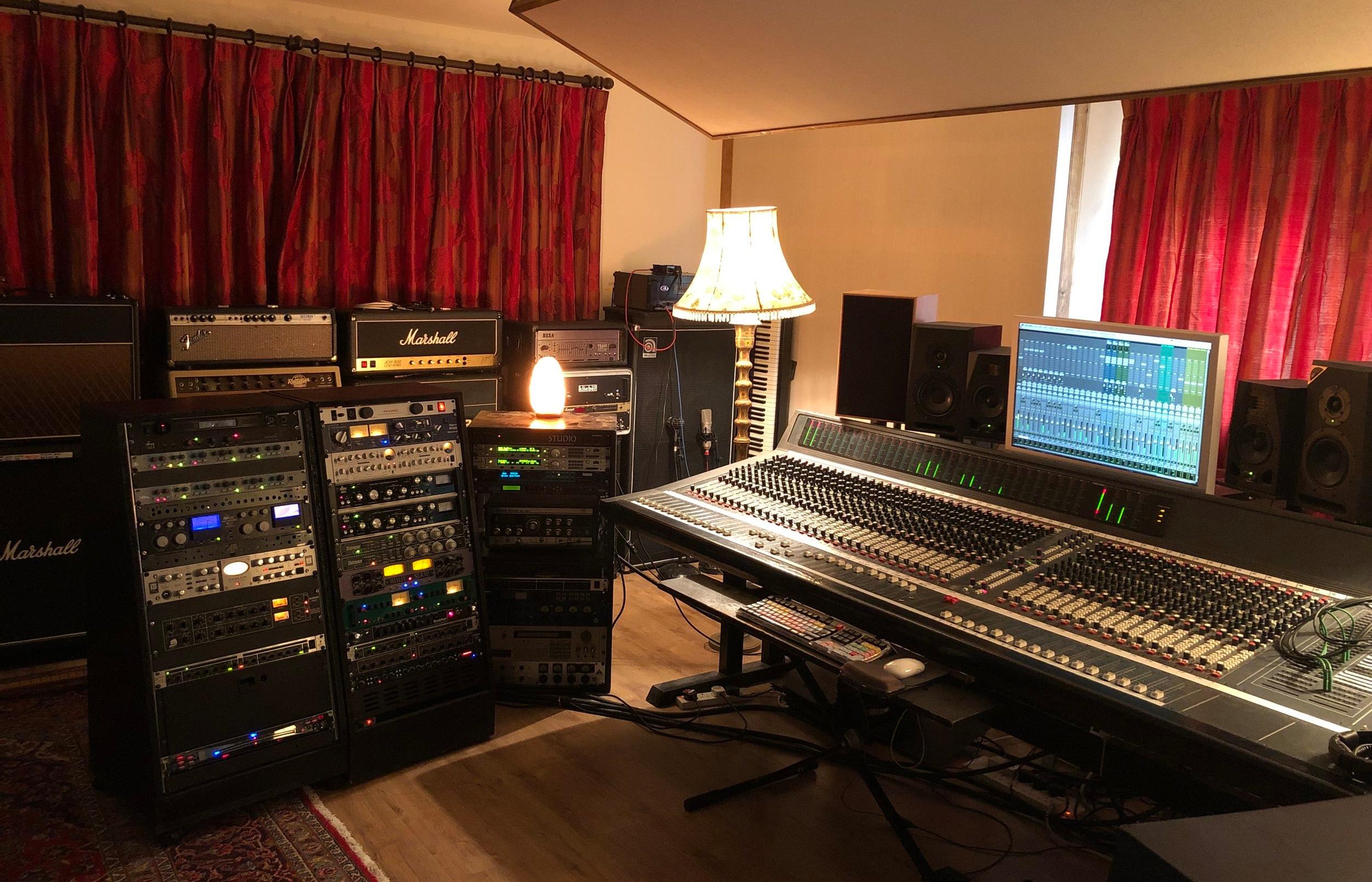 mixing+desk+outboard+effects+racks.jpg