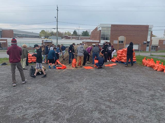The students of PECI filling sandbags this morning and until 2:30 this afternoon. Community in action!