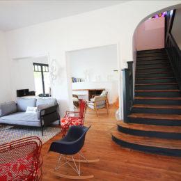 lounge to stairway.jpg