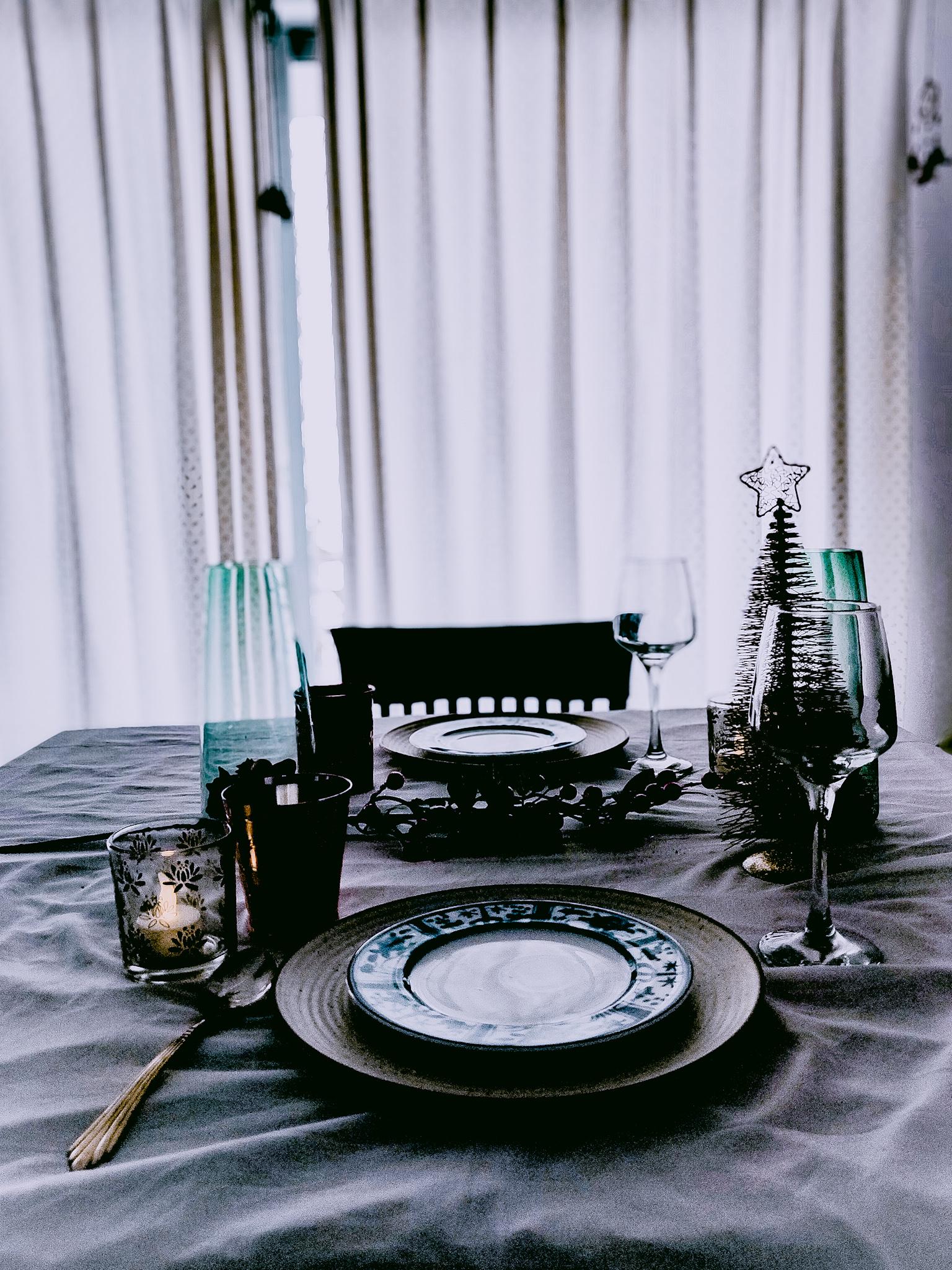 dinnerpartytablesetting.jpeg