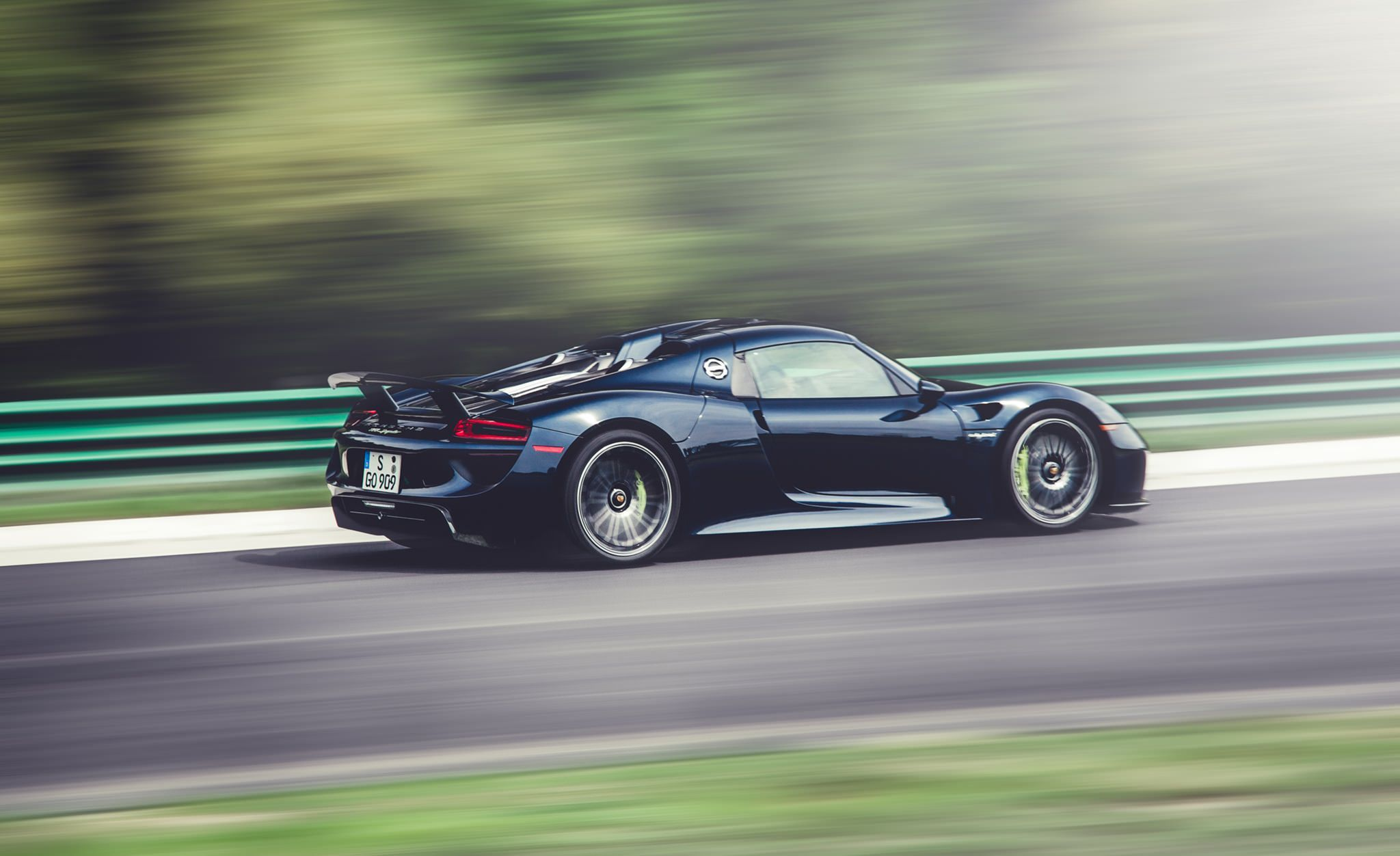 Porsche 918 – Germany's best. For now.