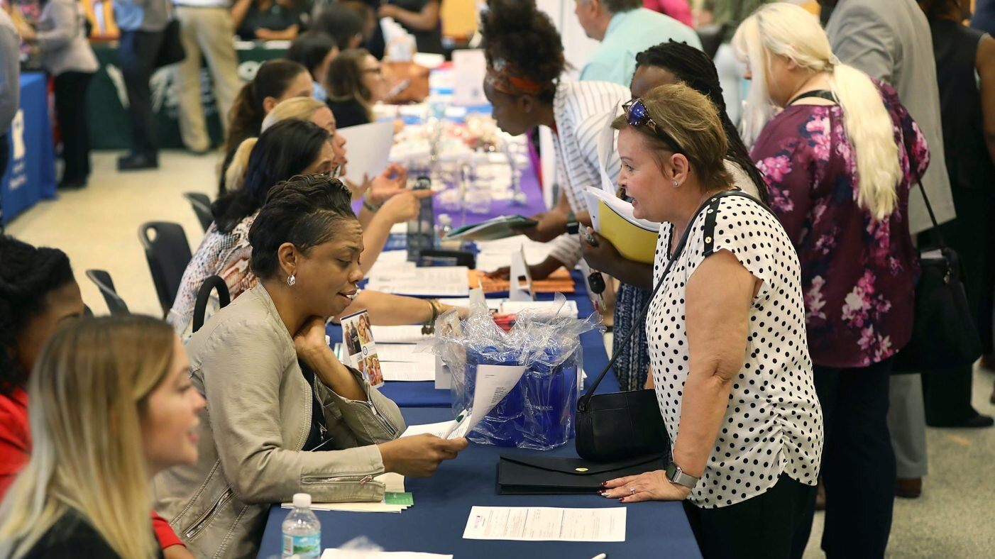 people-at-a-job-fair-2019-e1567519857360.jpg