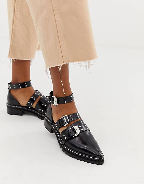 CHUNKY EDGY Pointed toe shoes.