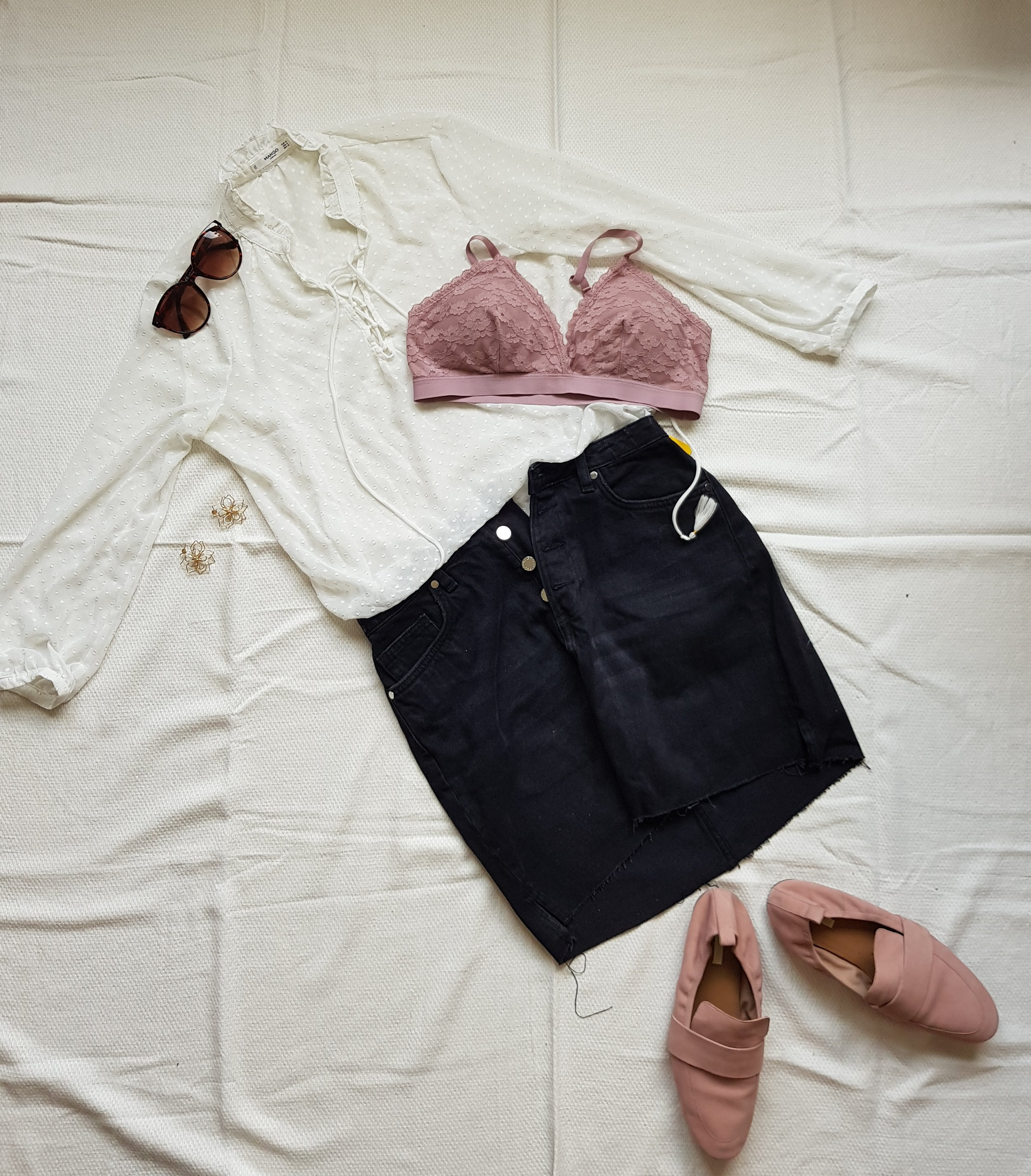 Airy in Pink - Blouse @MangoSkirt @H&MSoftbra, shoesEarrings and sunglasses @H&M