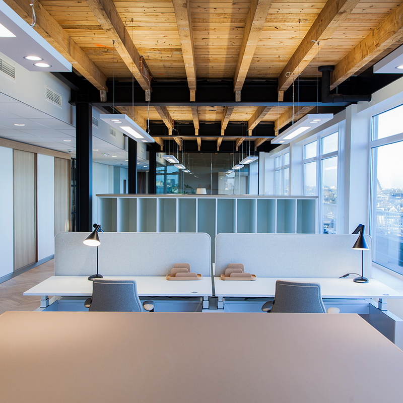 - TOMMY HILFIGER– OFFICE –