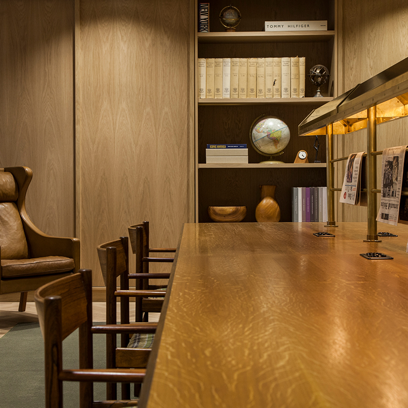 - TOMMY HILFIGER– OFFICES –