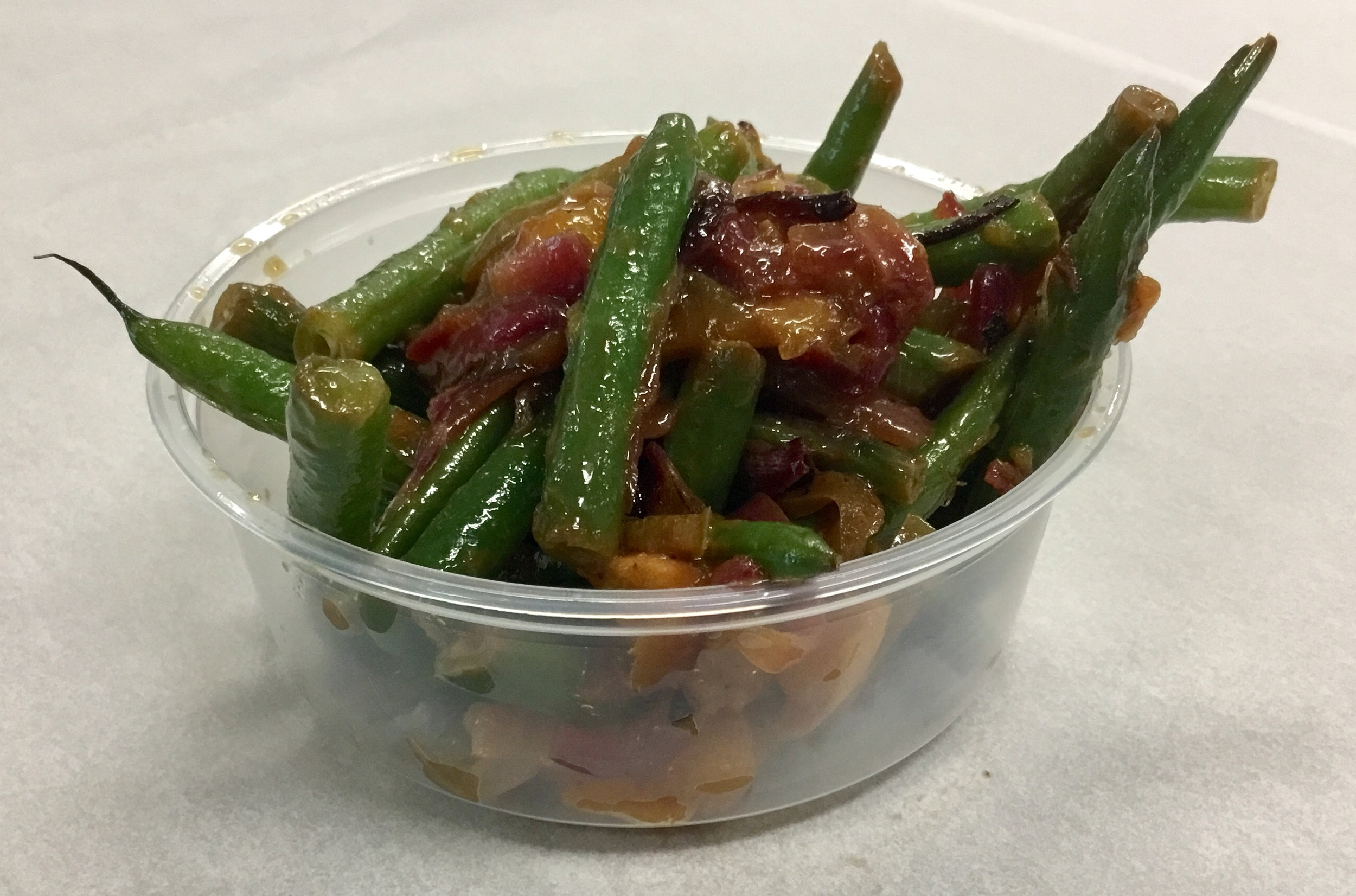 Green beans with mango, Anaheim peppers and red onion.