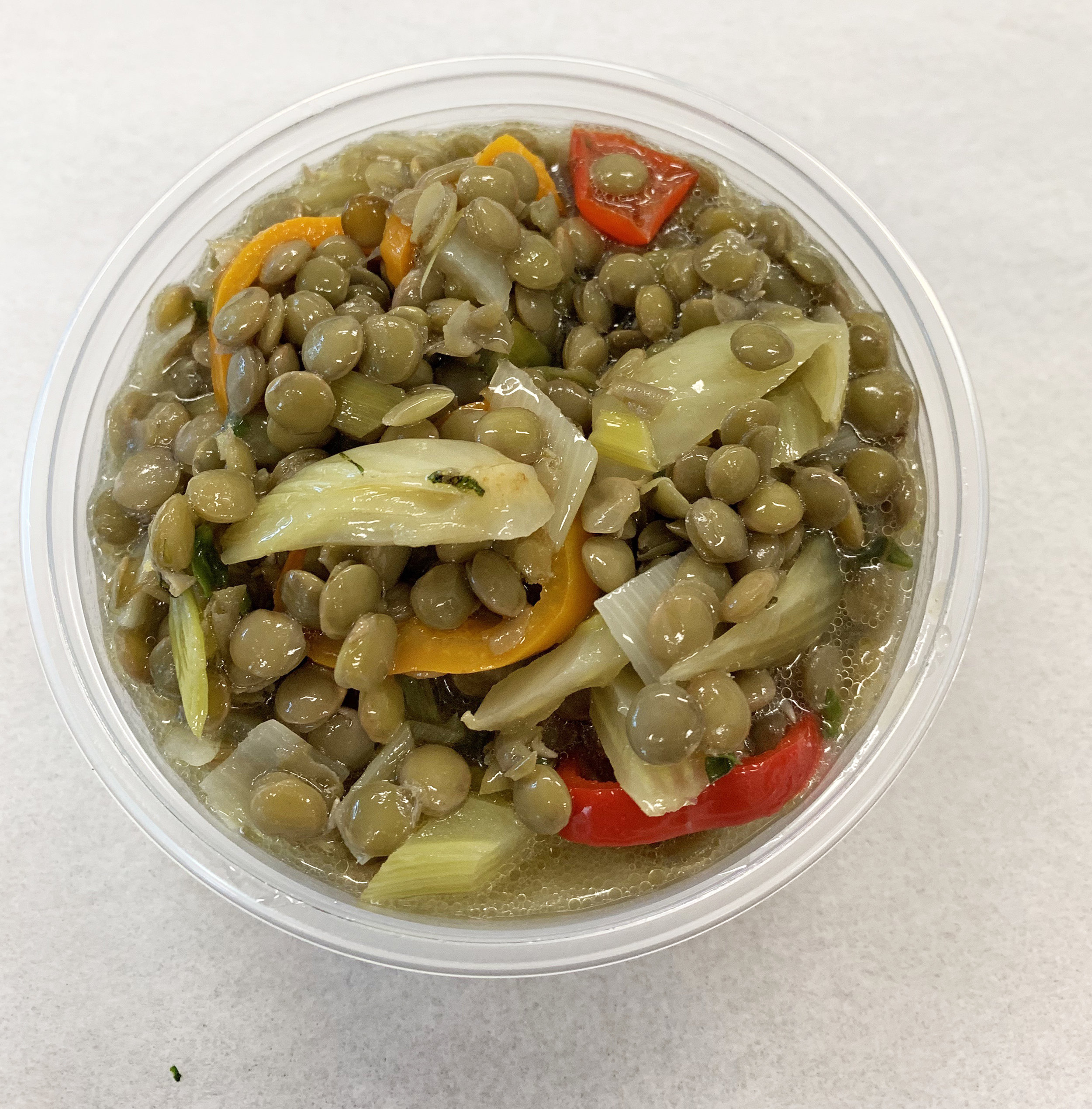 Green lentils with fennel, bell pepper and onion.
