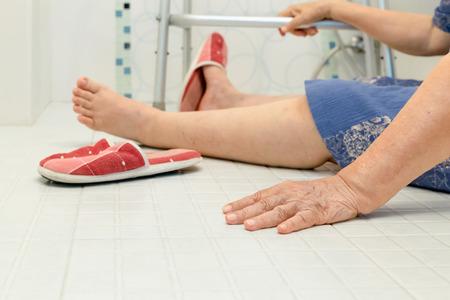 61012349_S_senior_citizen_slip_fall_injury_balance.jpg