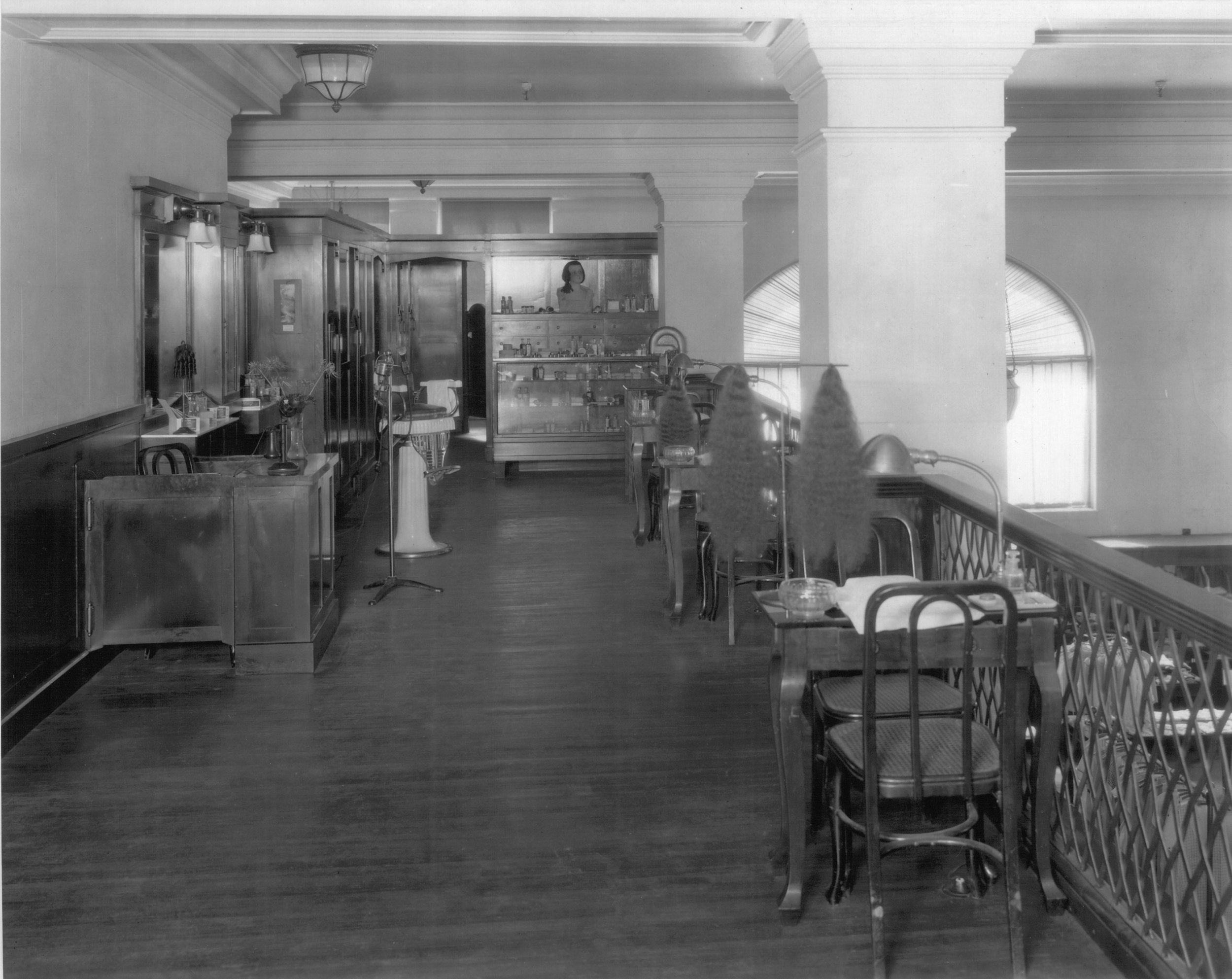 The Mezzanine as a beauty parlor in 1935