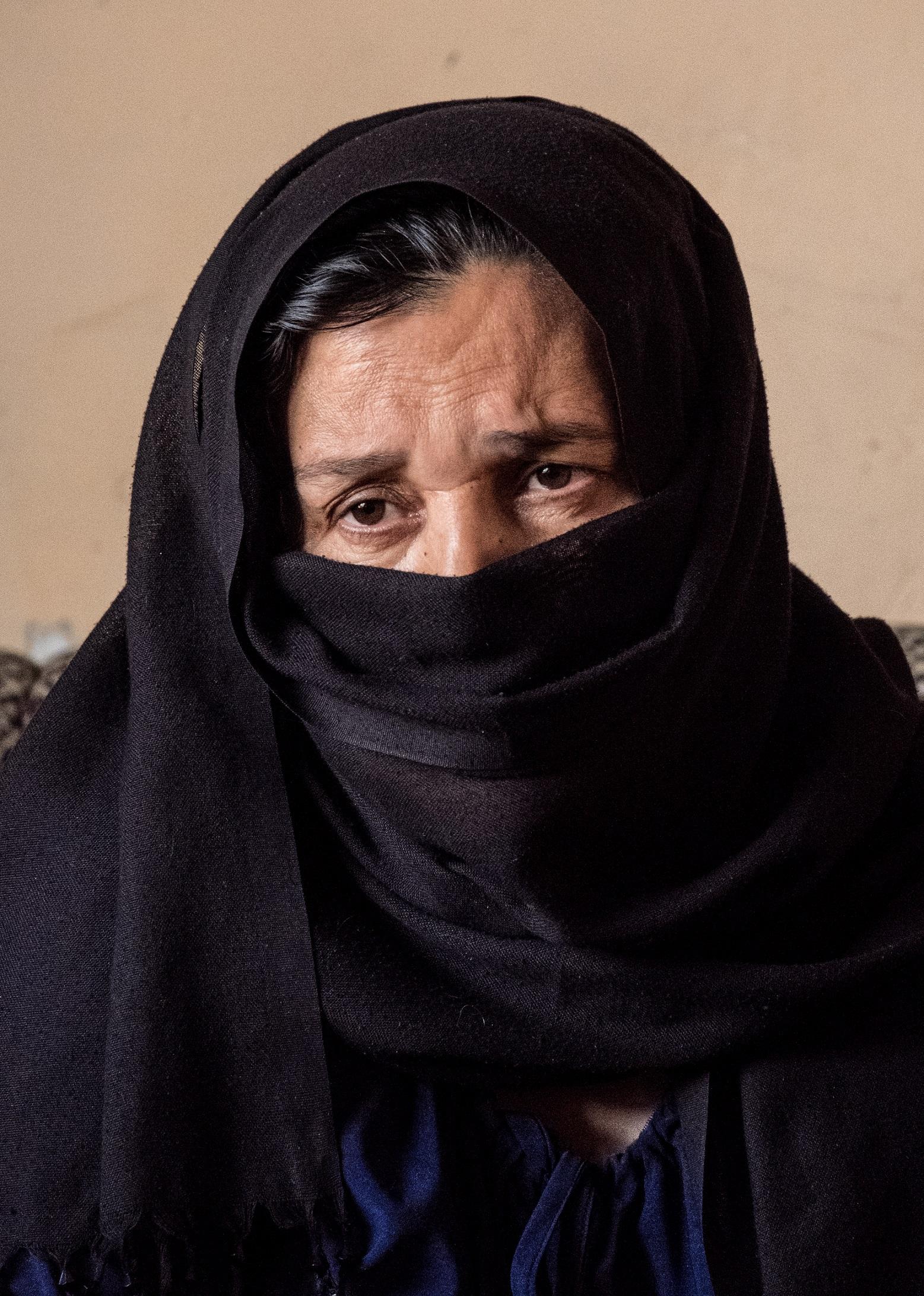 A. Maha, femme d'un combattant de l'OEI (5).jpg