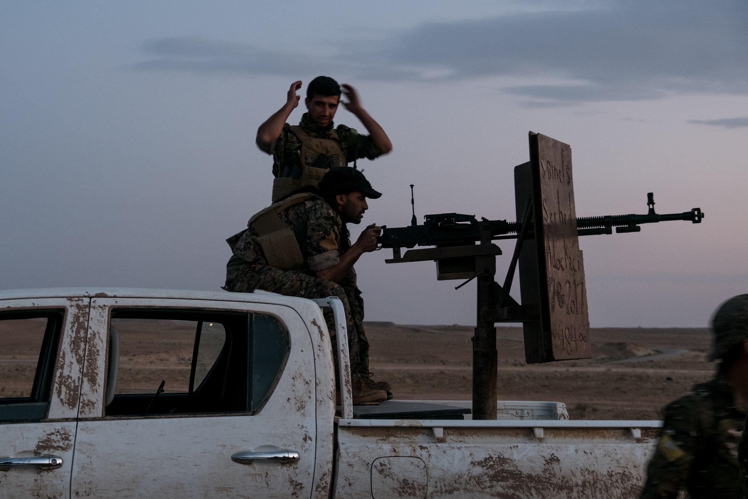 B.10. Baghuz Frontline - Soldats FDS - Voitures suicide.jpg
