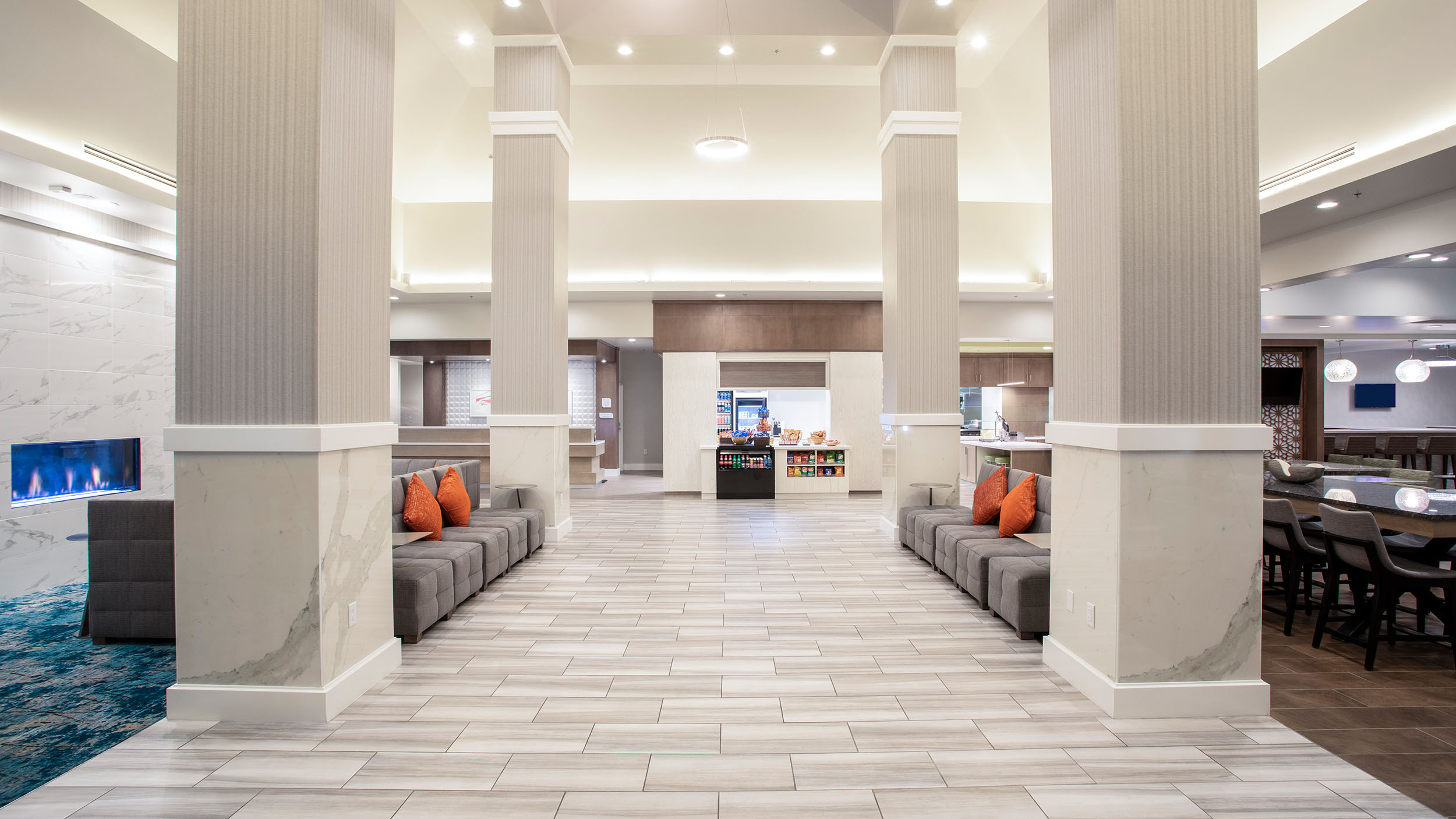 LASLGGI Hilton Garden Inn Las Vegas Lobby Entry 2500.jpg