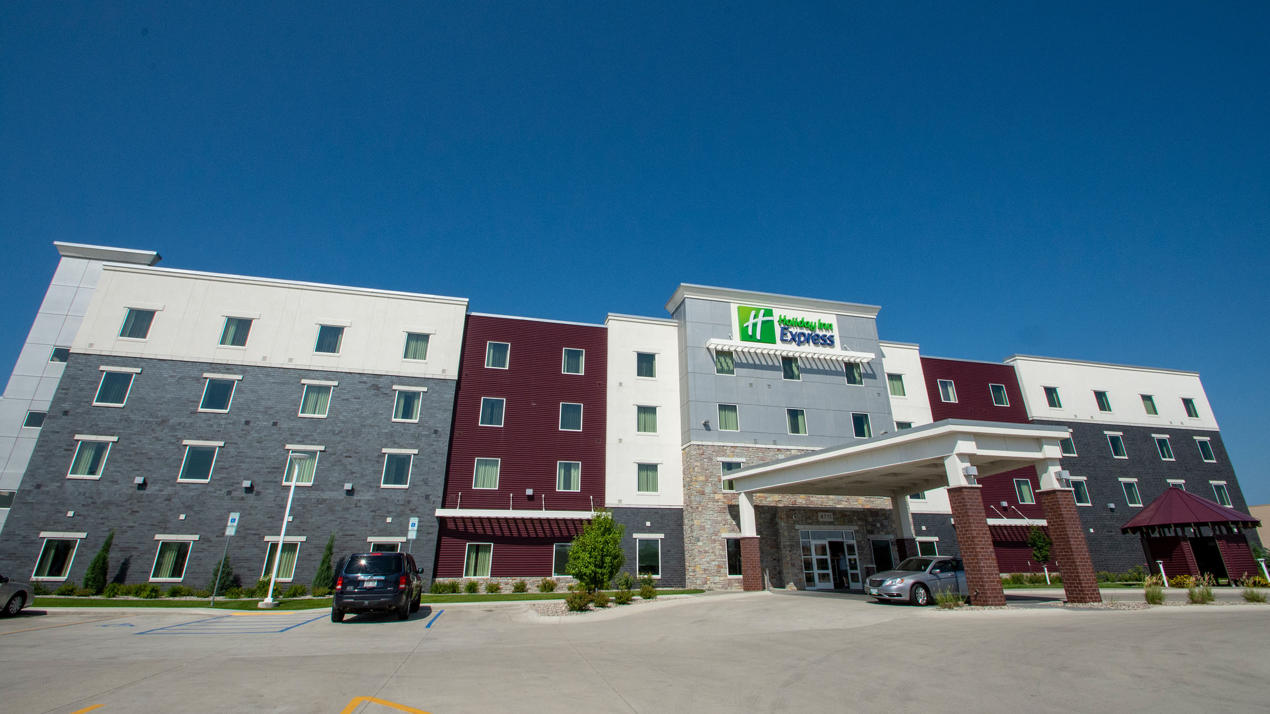 Holiday Inn Express 1 2500.jpg
