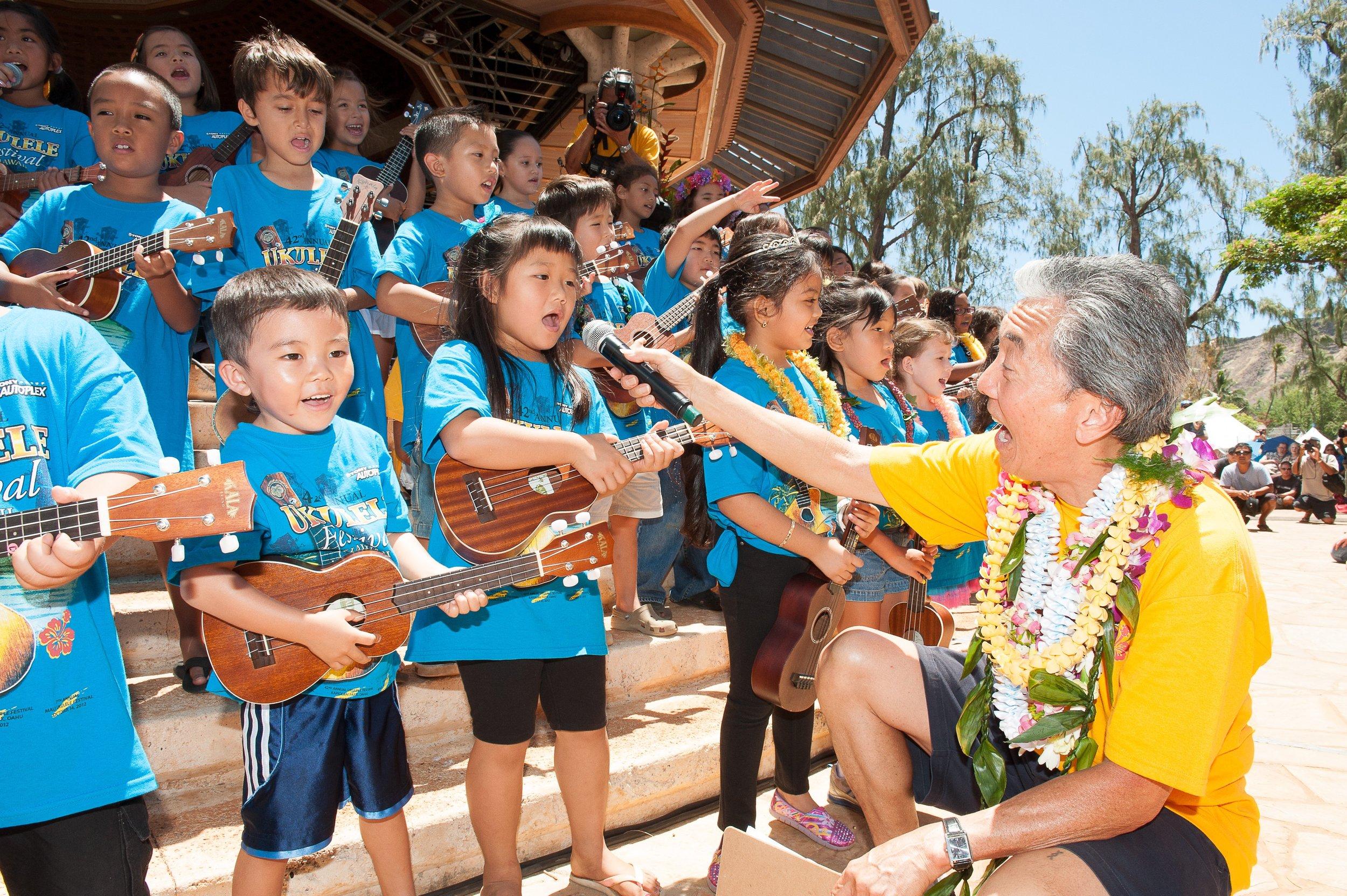Roy and Kids.Courtesy Ukulele Festival Hawaii.10.jpg