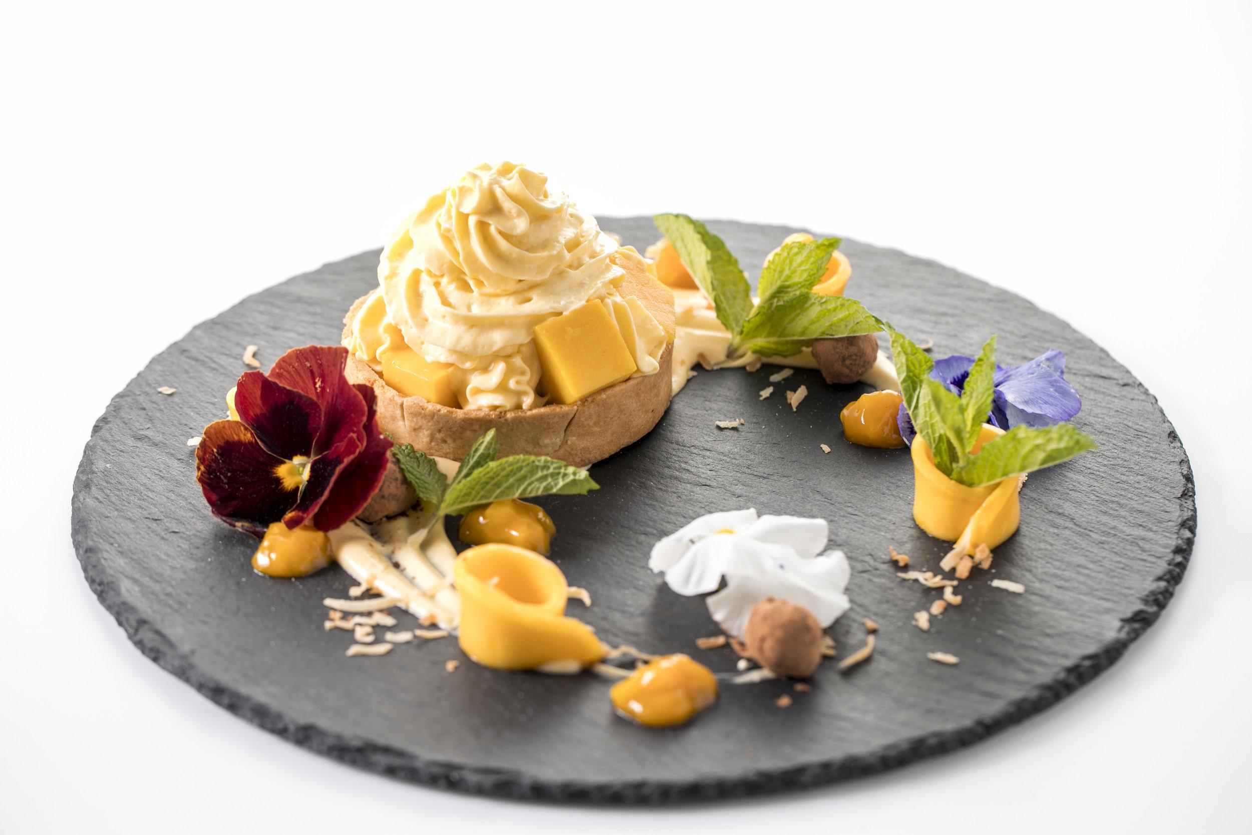 Cheesecake Espuma($16)   ヘイデンマンゴーたっぷりのゴージャスでなめらかなチーズケーキカスタードは、夢のように美しいマンゴー色。自然の甘みとチーズのコクを最大限に生かした上質なデザート。