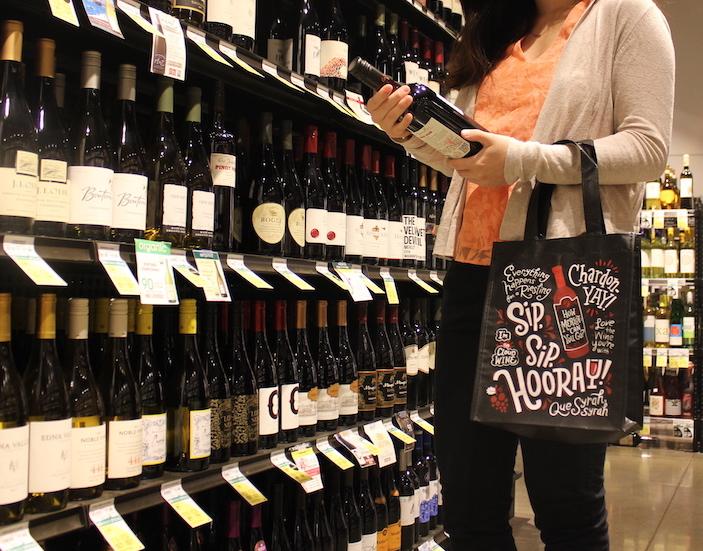 ワインが2本フィットする不織素材のワインバッグ ($1.79)