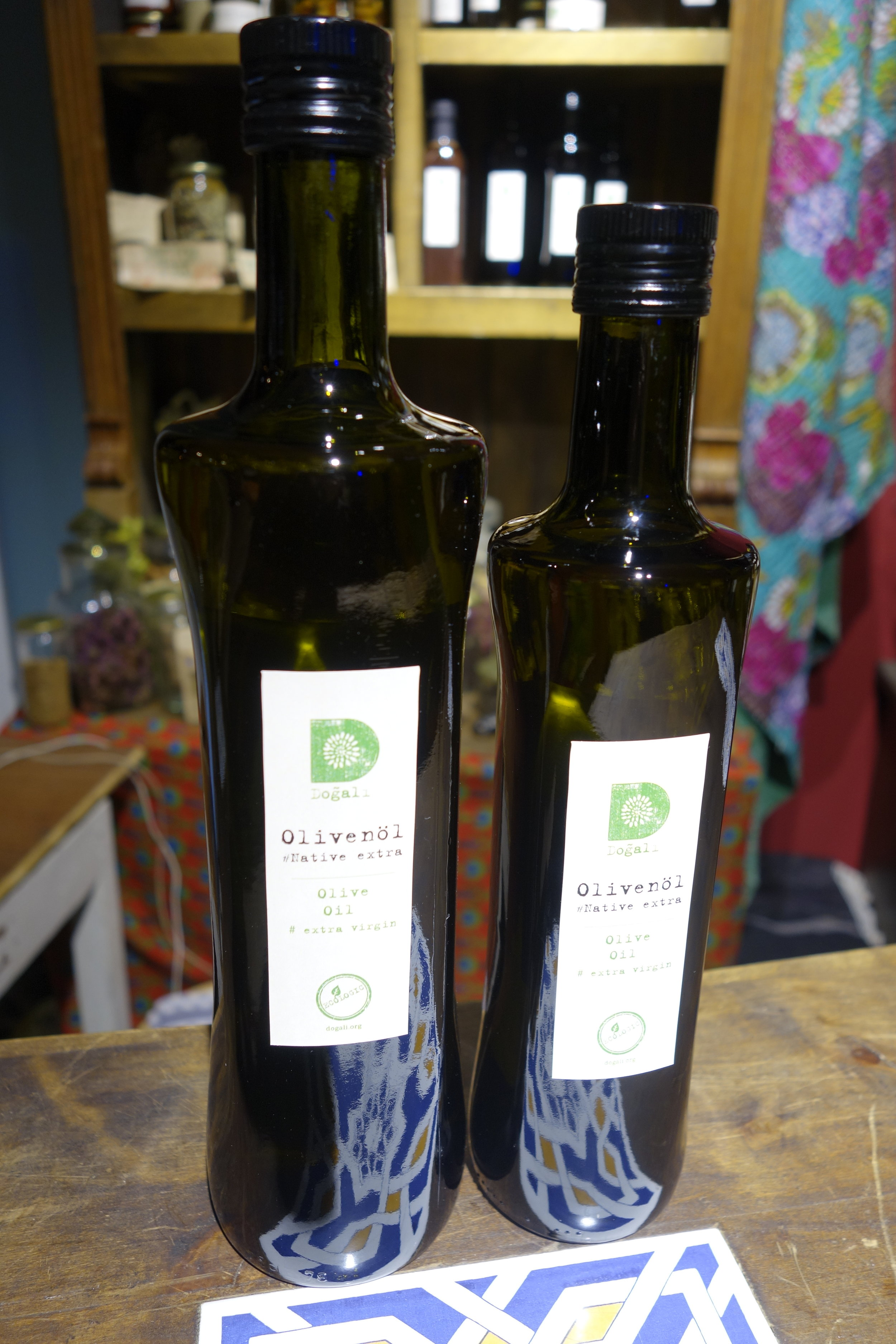 in 0,5l and 0,75l dark green bottles -