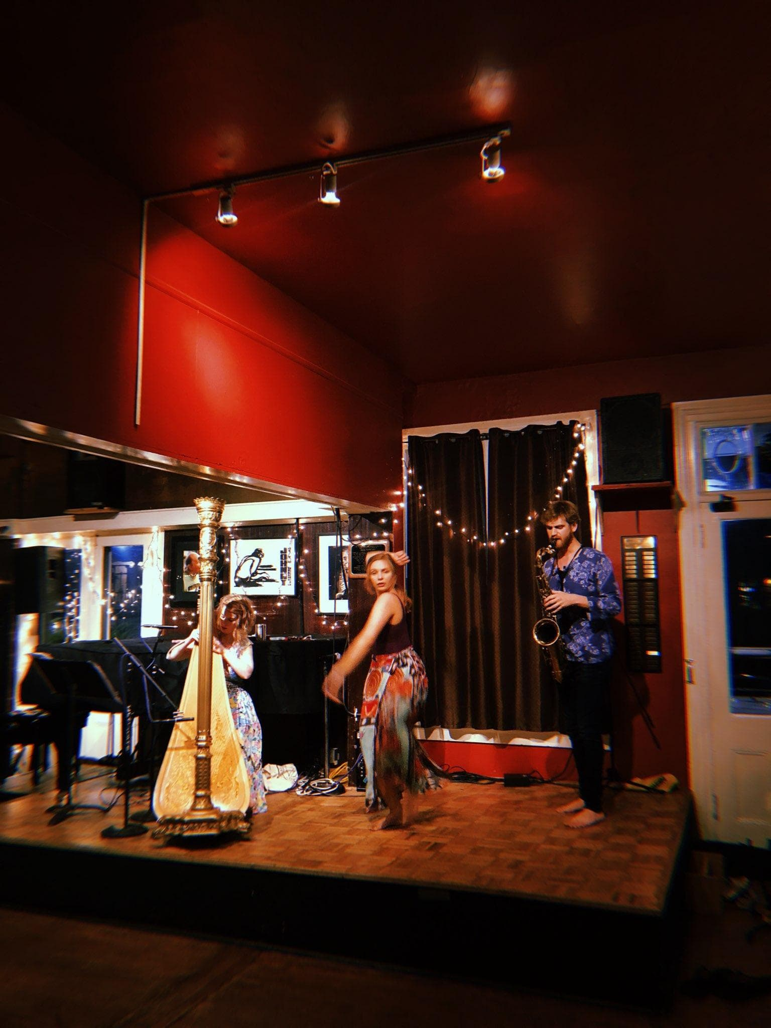 DUO with dancer Emma K'Meyer at the Deerhead Inn