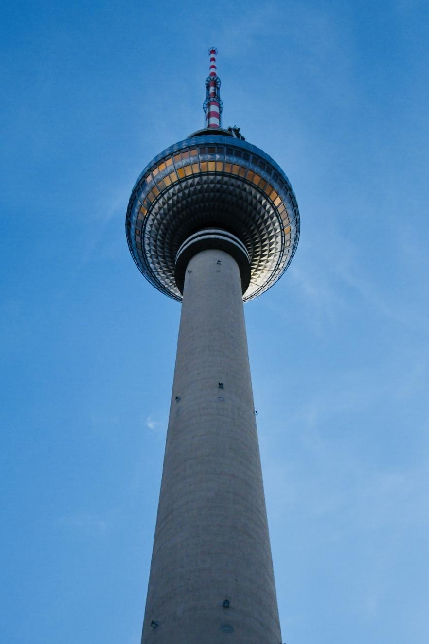The Berliner Fernsehturm (TV tower).