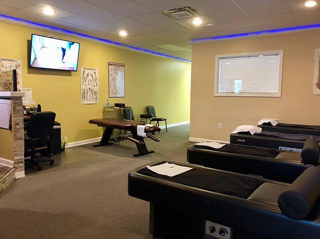 Nothing like a relaxing massage and adjustment on a rainy Monday⛈☔️ Stop in & see me Located on 1714 Dixie Highway Louisville, KY📍 —  #ccinjurycolechiropractic #doctorcole  #businessmen #ccinjury #chiropractic #drcole #dr.cole #colechiropractic #accidents #chiro #chiropractictreatment #backtreatment #painrelief #backpain #insuranceforinjury #louisvillechiropractic #louisvillechiropractor #louisvillekentucky #louisvilleback #louisvillechiropracticcare #chiropracticcare