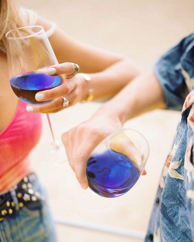 開場最Instagram Worthy既夏日藍酒沙灘派對🎉🍾 而家網店仲做緊派對優惠裝添 👉🏻 Click link in bio . . . . #gikhk #giklive #gikwine #bluewine #wineoftheday #specialtywine #discoverhongkong #hkwinelovers #instadrink #winestagram #hongkonginsta #hklocals #hkig #hongkongstyle #winetastinghk #hongkongphotography #winephotography #chill #vino #drinkwithme #nature #partydrinks #hkfoodblog #beach #beachtime #colourgram #summer #summertime