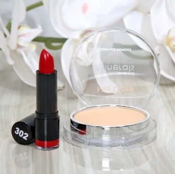 Source: https://www.igp.com/p-hd-foundation-with-compact-powder-lipstick-hamper-94255