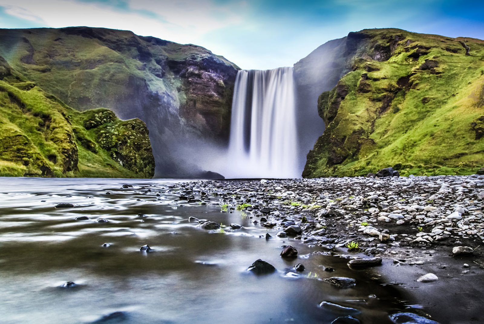 Source: https://www.avis.co.uk/inspires/destinations/europe/iceland/ring-fire-iceland/