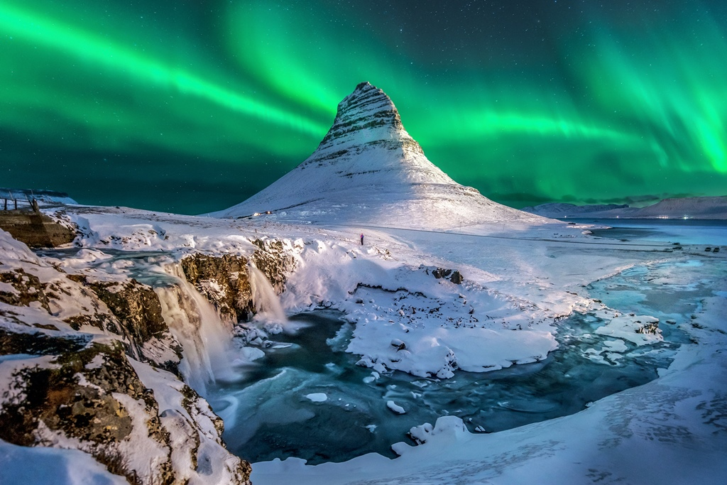 Source: https://theculturetrip.com/europe/iceland/articles/the-best-places-to-see-the-northern-lights-in-iceland/